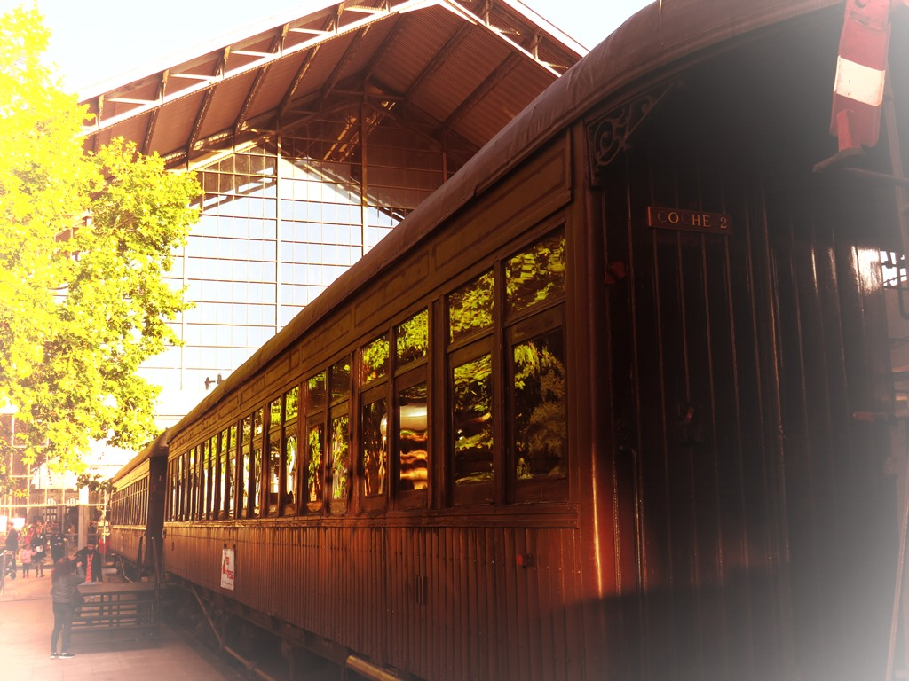 Acuerdo entre la Fundación de los Ferrocarriles Españoles y Renfe para restaurar los coches Costa del Tren de la Fresa