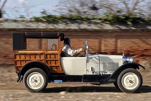 Exposición de coches clásicos en el Museo