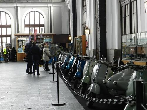 El Museo del Ferrocarril acoge una exposición de scooters clásicas Vespa y Lambretta